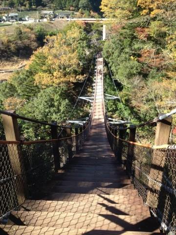 奥大井接岨峡温泉の吊り橋と紅葉