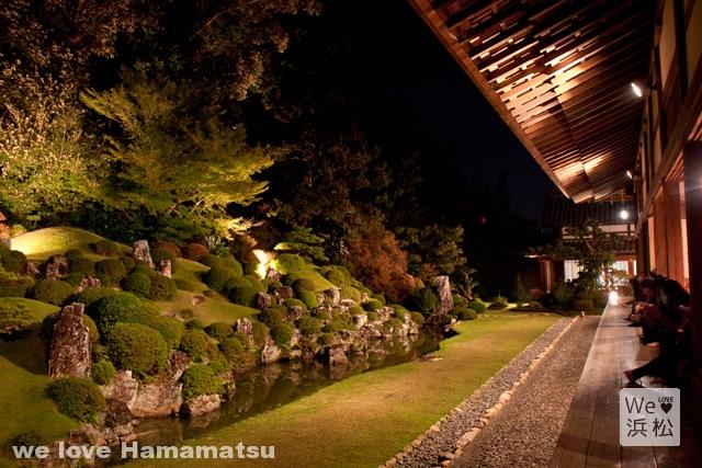 龍潭寺の庭園ライトアップ