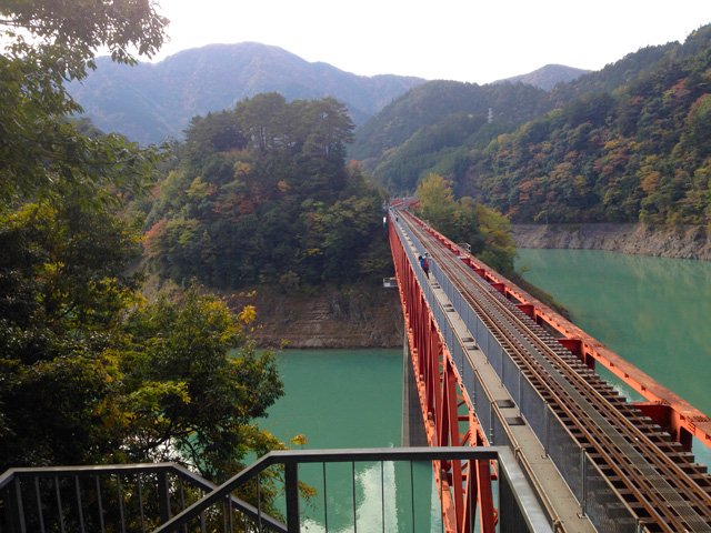 奥大井湖上駅の紅葉