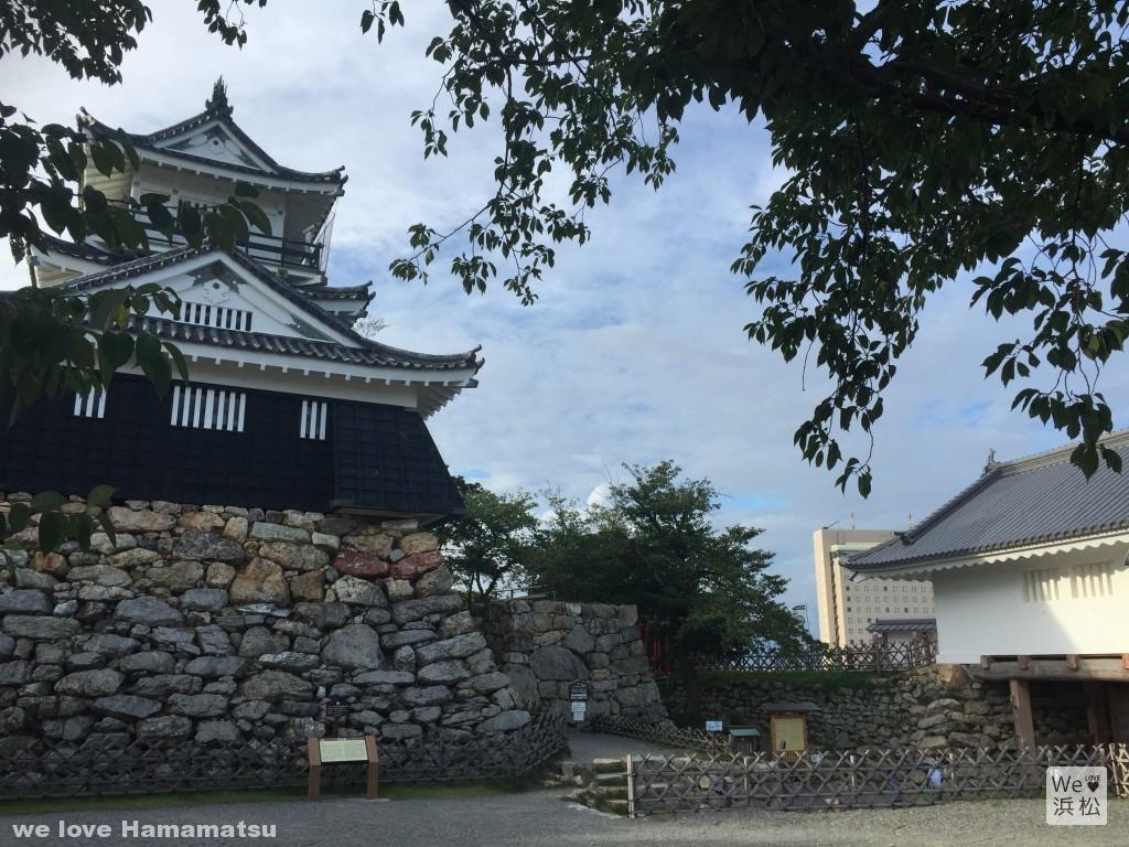 浜松城天守閣と天守門