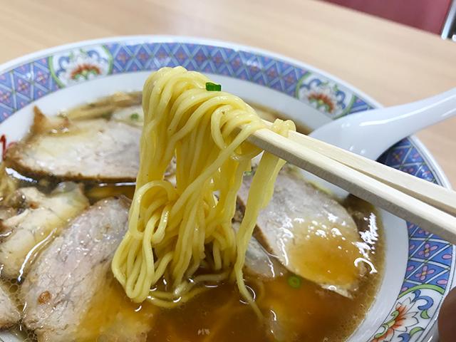 昔ながらの醤油ラーメン「みやひろ支店」の麺、浜松