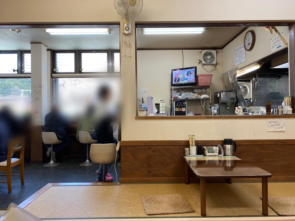天竜二俣駅併設:ホームラン軒の店内